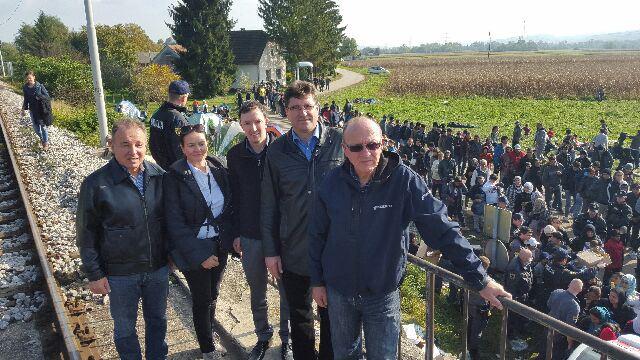 Poslanci SDS z županom Ivanom Molanom na terenu.