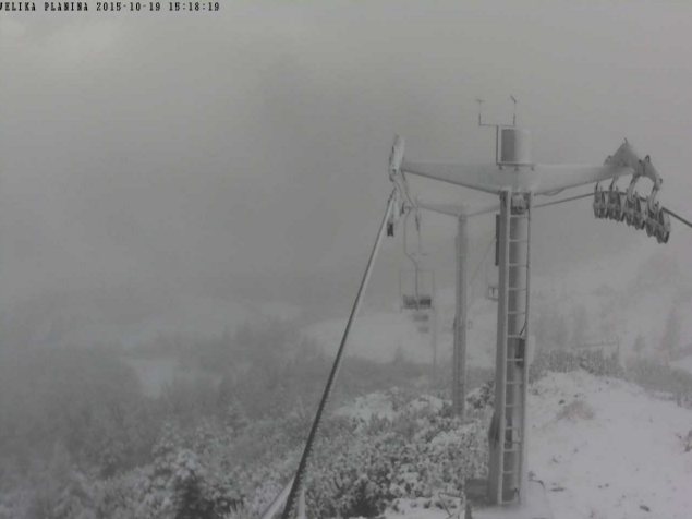 Na Veliki Planini je zapadel sneg (foto: www.velikaplanina.si)