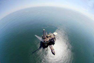 Naftna ploščad v Rusiji (foto: STA)