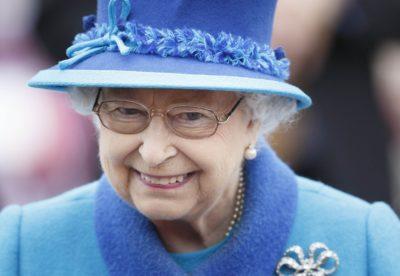 Kraljica Elizabeta II je gotov ena najbolj modnih babic na svetu (foto: epa).