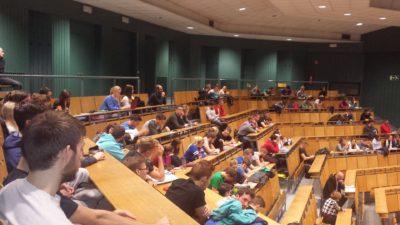 Študenti na okrogli mizi na Fakulteti za šport. (Foto: J. F.)
