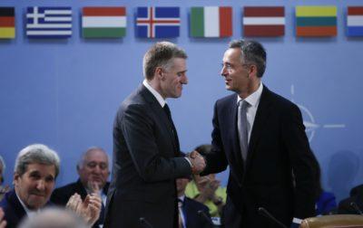 Generalni sekretar zveze NATO Jens Stoltenberg in Črnogorski zunanji minister Igor Lukšić (foto:epa)