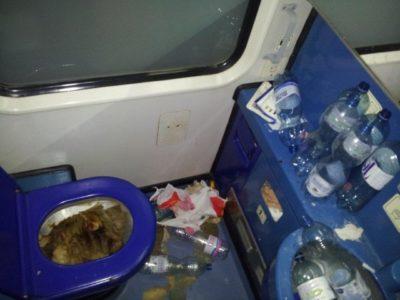 Fotogalerija: Grozljivo razdejani in umazani vlaki po prevozu migrantov 1