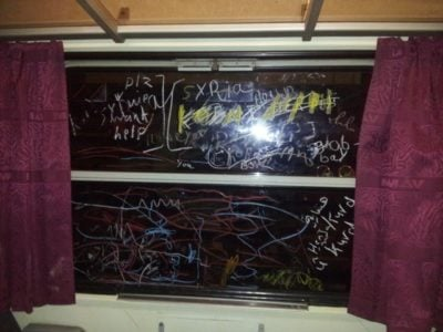 Fotogalerija: Grozljivo razdejani in umazani vlaki po prevozu migrantov 11