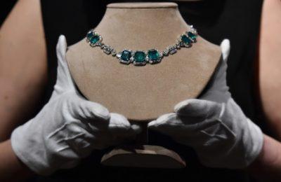 Diamantna ogrlica iz obdobja art deco, draguljarne Chaumet, pričakovana prodajna vrednost 120,000 - 180,000 GBP (166,000-250,000 evro)