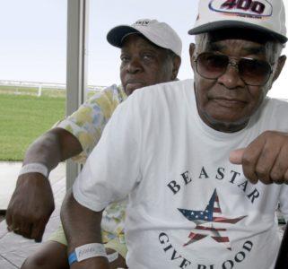 Identifikacijske zapestnice so običajne pri lažji organizaciji večjega števila ljudi. Nosile so jih tudi prebivalci New Orleansa, ki ga je povzročil orkan Katrina (foto:epa).
