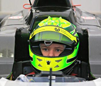 Micka Schumacherja in celotne ekipe Preme, za katero vozi Michaelov sin, ni bilo na dirko, ker naj bi bile Michaelu Schumacherju štete ure (foto: epa).