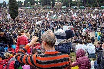 2 milijona zagovornikov očetovstva in materinstva v Rimu (foto: epa).