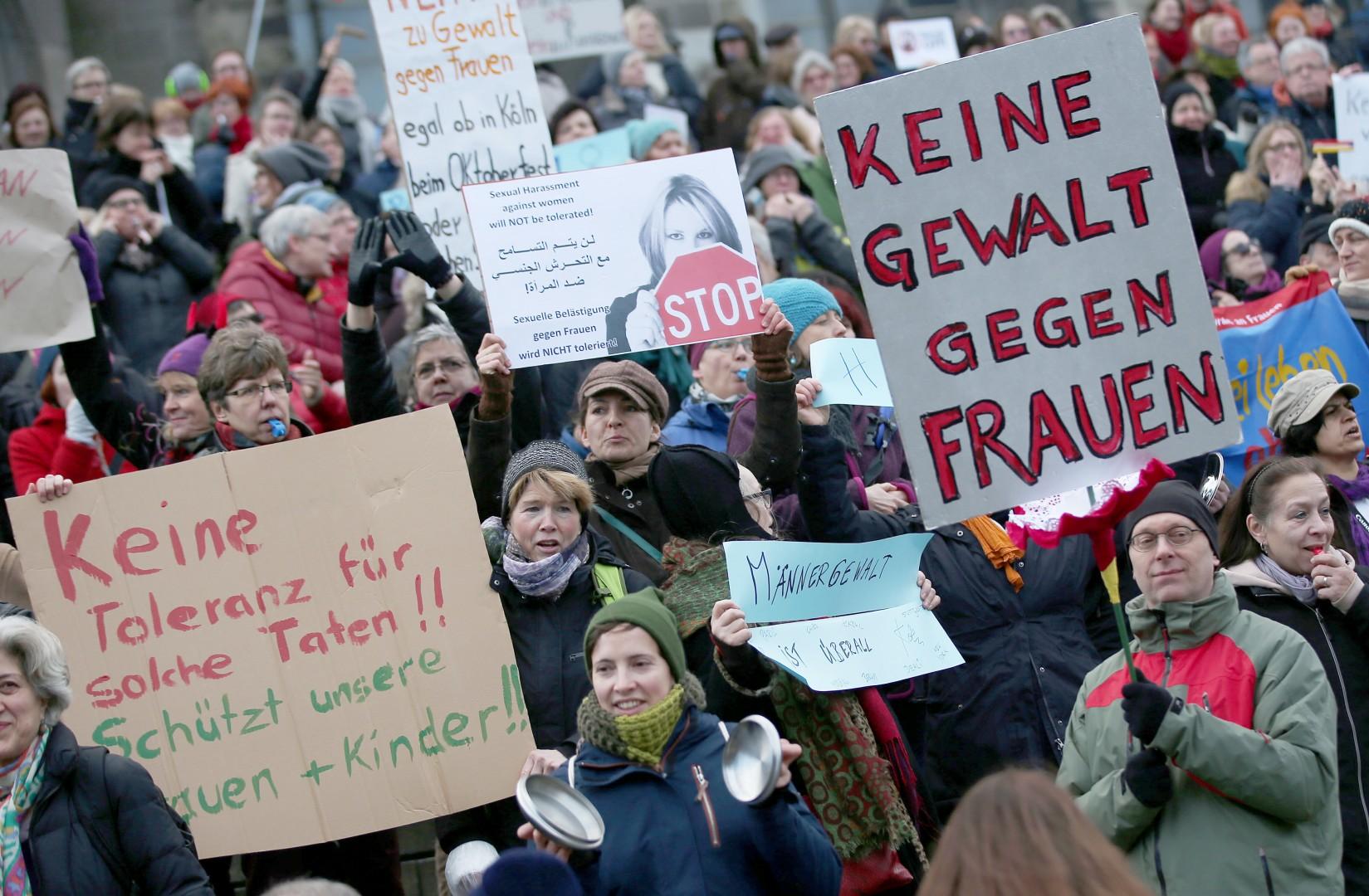 Protesti po napadih v Kölnu (foto: epa)