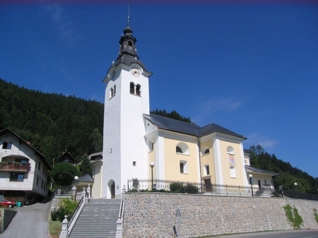 Župnijska cerkev v Selcah je domača župnija družine Prevc (foto: osebni arhiv)