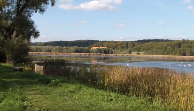 Jezero Komarnik (printscreen/youtube).