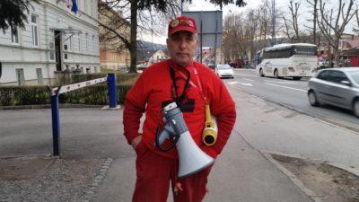 Zagret podpornik stranke SD bi migrante vzel tudi domov. Foto: Nova24TV
