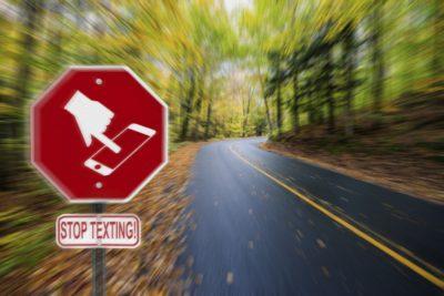 Pisanje sporočil med vožnjo je lahko smrtno nevarno (foto: iStock).