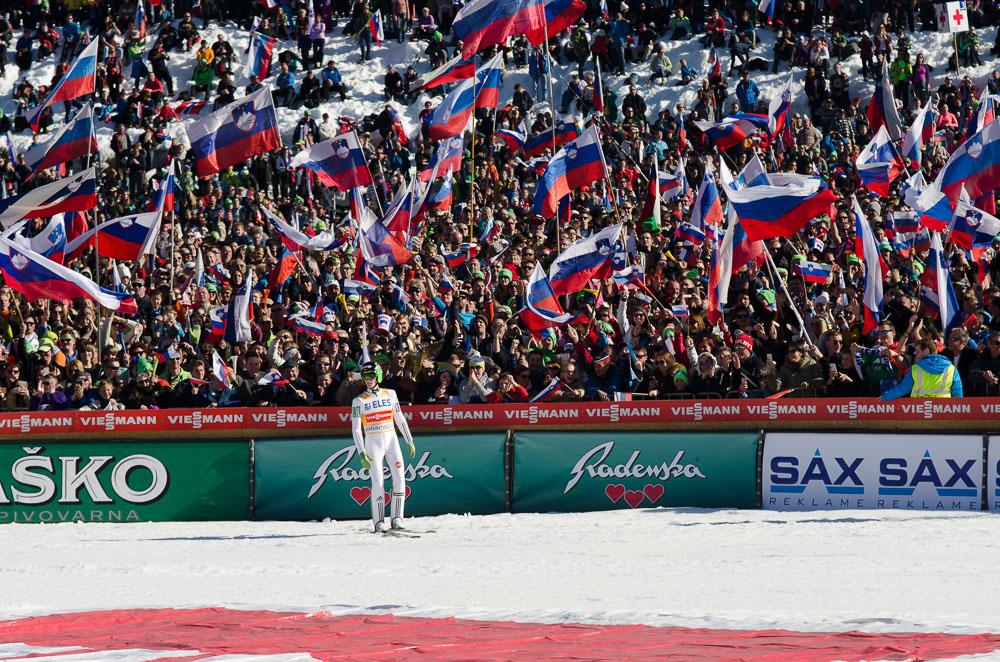Rekordno sezono je Peter Prevc pred domačimi gledalci končal na najboljši možni način – z dvema zmagama (foto: Nova24tv).