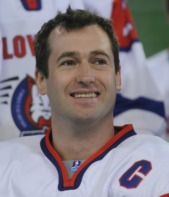 Nasmejani Tomaž Razingar je bil dolga leta nepogrešljivi člen hokejske reprezentance (foto: sta).