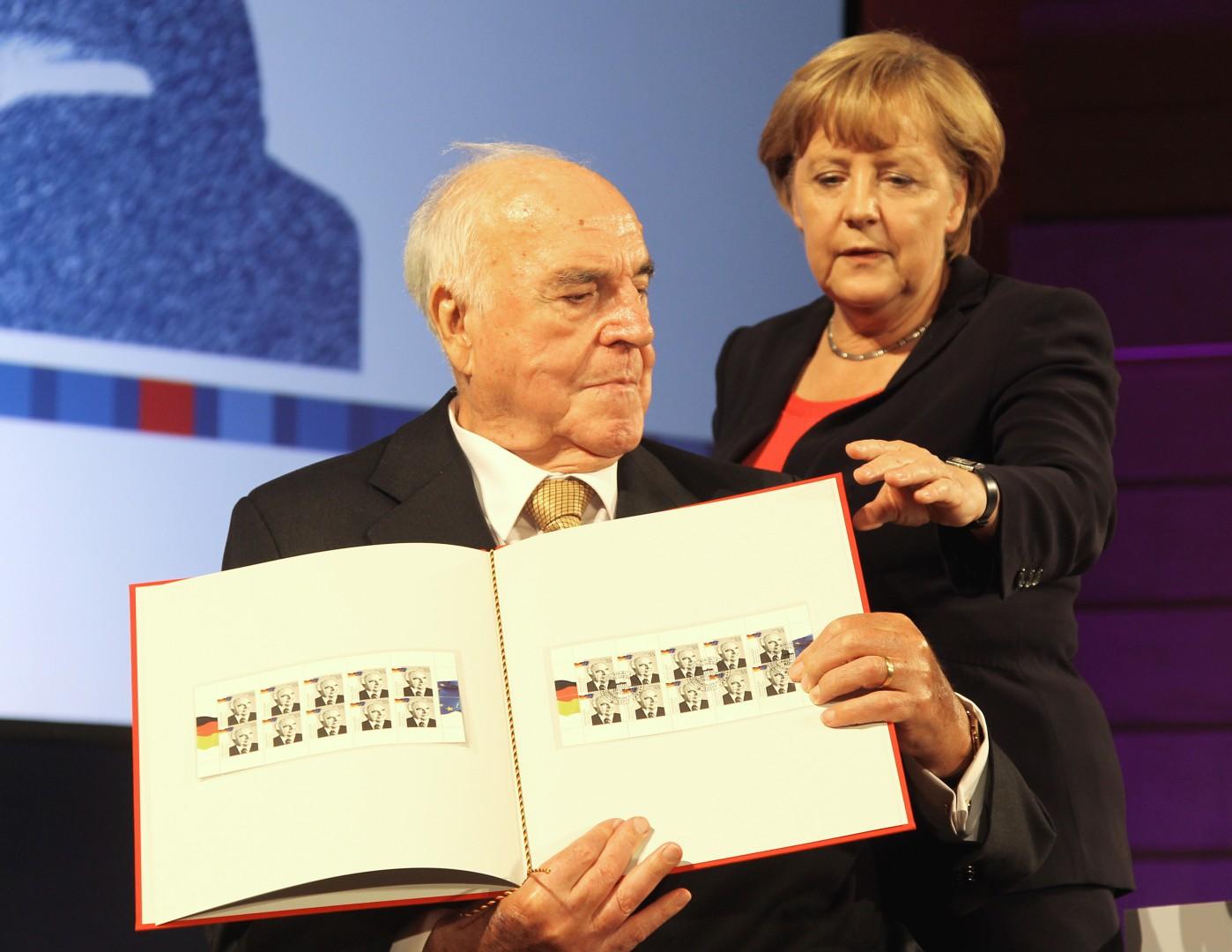 Helmut Kohl in Angela Merkel (Foto: epa).