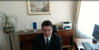 """""""Takšen način je nekorekten do ostalih občin v Sloveniji saj s tem razmejujemo in priviligiramo Ljubljano. Postavlja se vprašanje ali so te obljube realne ali gre za politično všečnost«, se sprašuje župan občine Brežic Ivan Molan."""