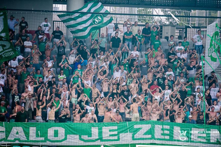 Tako kot vsi navijači do zdaj, ga tudi Green Dragonsi naravnost obožujejo (foto: NK Olimpija).
