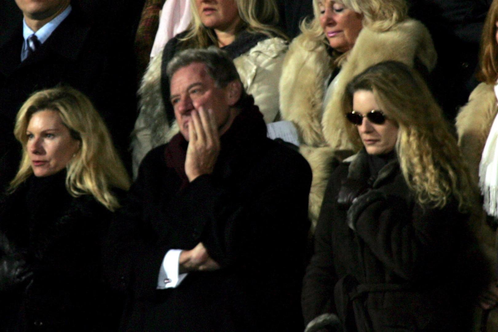 Milan Mandarić med minuto molk v spomin na Georga Besta, ki je bil njegov veliki prijatelj (foto: epa).