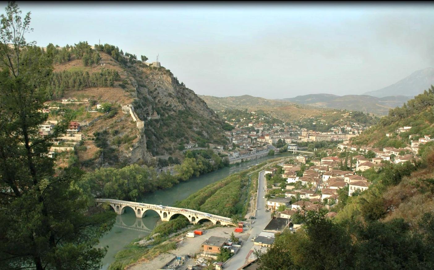 Beirat je mesto kamor se Bozgo vrne nekajkrat na leto.