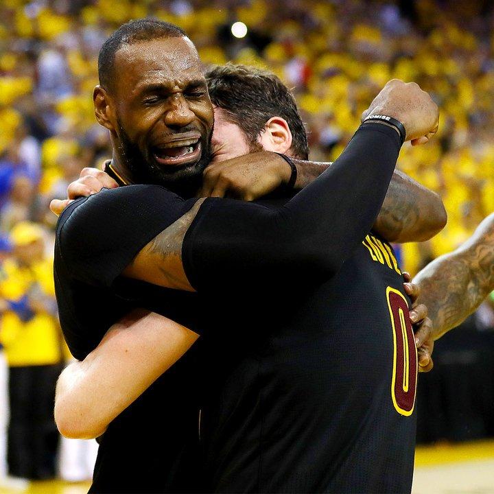 MVP finala LeBron James je takoj po koncu tekme planil v jok (foto: twitter).