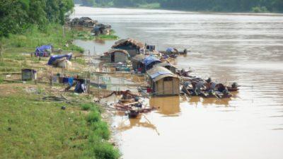 Najrevnejši v Vietnamu živijo v kolibah na rekah (foto: AV)
