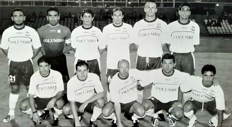 Galič (spodnja vrsta, četrti od leve) je na Cipru igral skupaj s kolegom iz reprezentance Mladenom Rudonjo (spodnja vrsta, tretji od leve). Foto: osebni arhiv