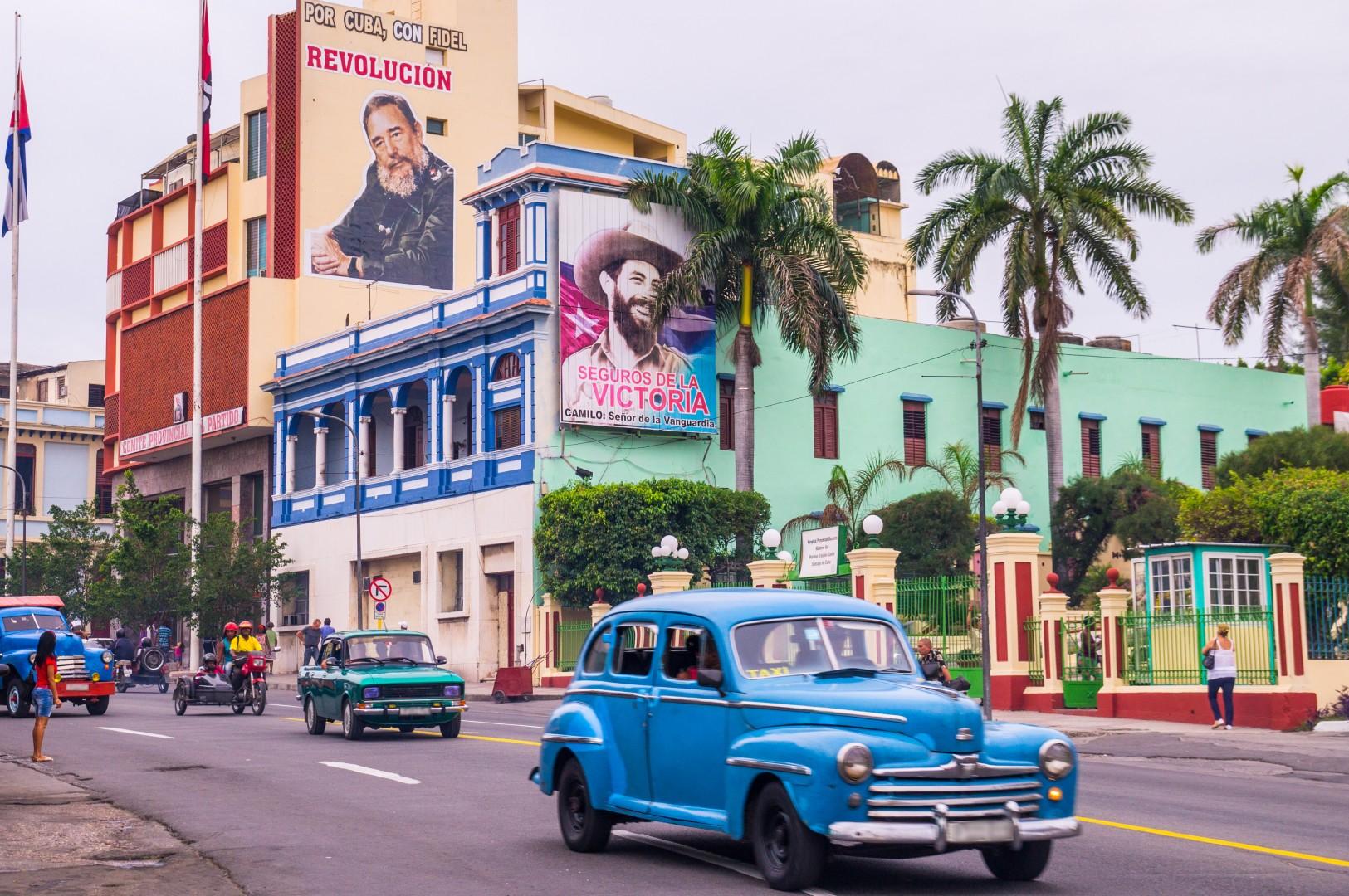 Santiago de Cuba, leta 2016 se na Kubi vozijo s takšnimi avtomobili Foto: iStoch