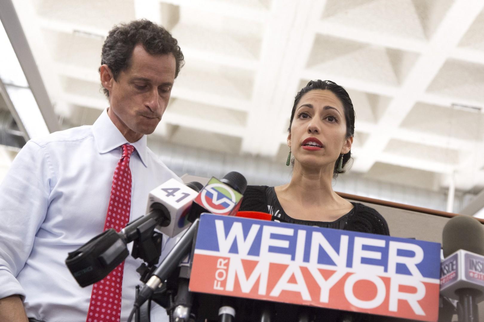 Anthony Weiner in Huma Abedini (foto: epa)