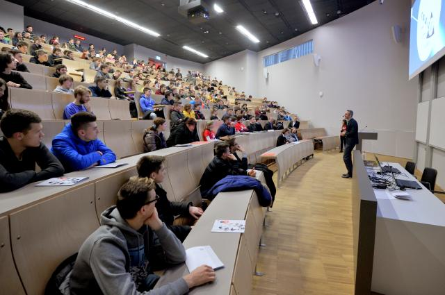 Profesorji se ne oglašajo na nočne klice študentov Foto: STA