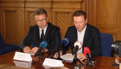 Tomaz Persolja (levo) in Stojan Belsak (desno) iz sektorja kriminalisticne policije PU Ljubljana.