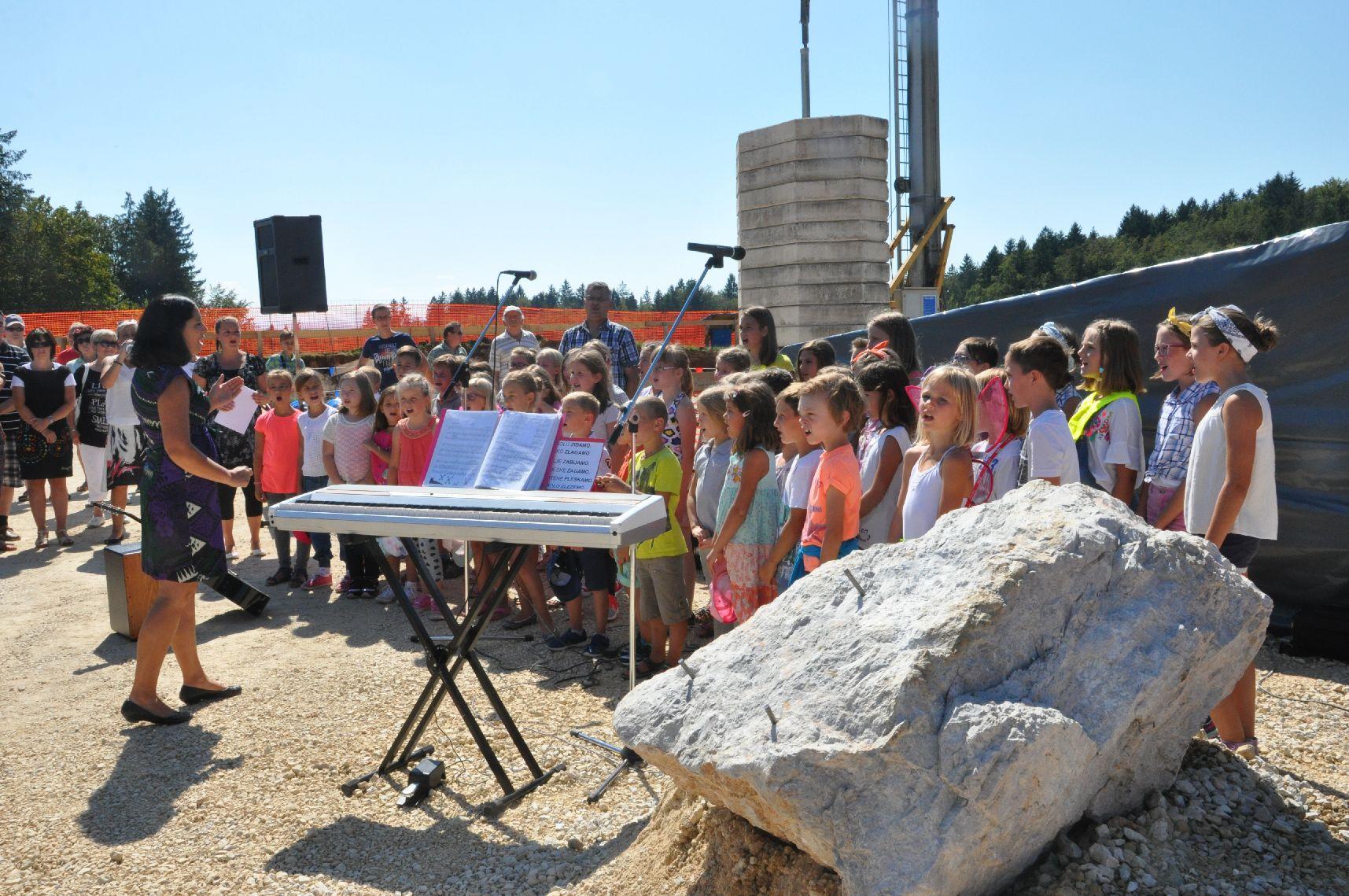 V občini Grosuplje položili temeljni kamen za novo šolo 1