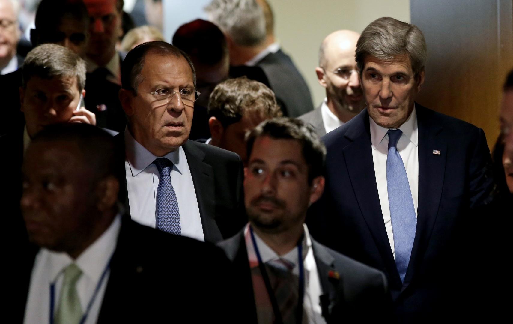 John Kerry in Sergej Lavrov (Foto: epa).