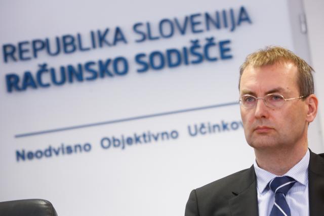 Novinarska konferenca Racunskega sodisca RS, na kateri so med drugim spregovorili o problematiki javnega dolga v Sloveniji. Prvi namestnik predsednika RS Jorg Kristijan Petrovic.