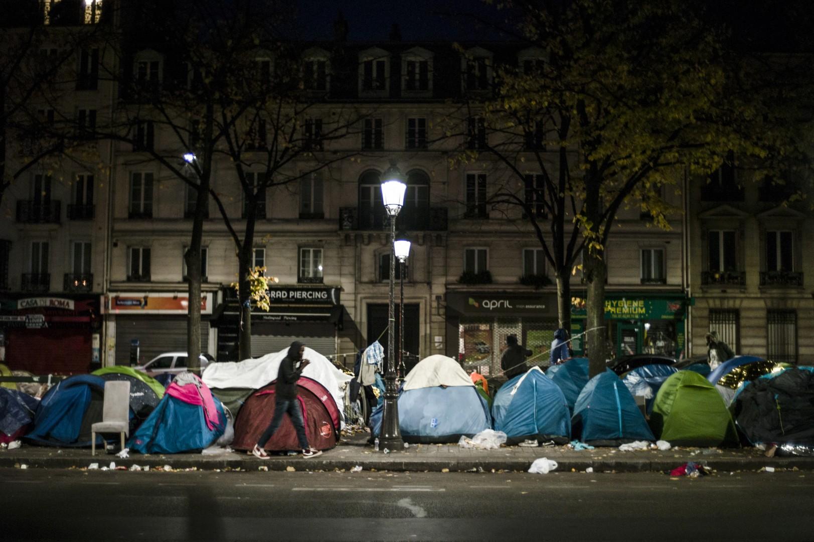 Šotorišče migrantov v Parizu (Foto: epa).