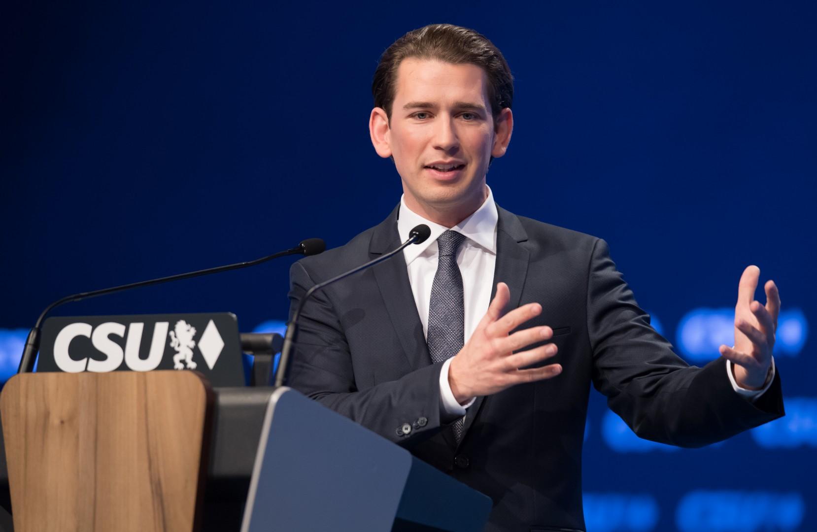 Kongresa CSU se je udeležil tudi avstrijski zunanji minister Sebastian Kurz (foto: epa)