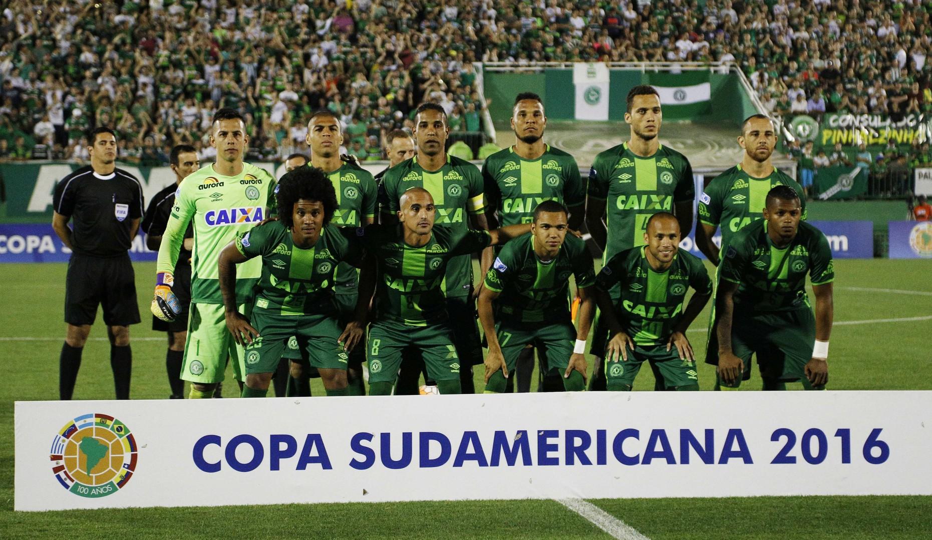 Ekipa brazilskega nogometnega kluba Chapecoense pred poletom (Foto: epa).