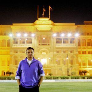 Pred palačo kralja Faruka, ki je bila začasna Pahorjeva rezidenca v Kairu. Foto: instagram