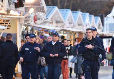 Foto: Epa Policija patruljira na bozicnem sejmu.