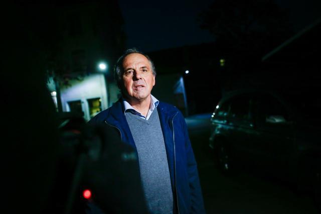 """Novič pri odhodu iz pripora na Povšetovi, ki je bila njegov """"dom"""" skoraj dve leti. (foto: STA)"""