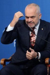 Albanski premier Edi Rama želi vse albance v Makedoniji po deno streho. foto STA
