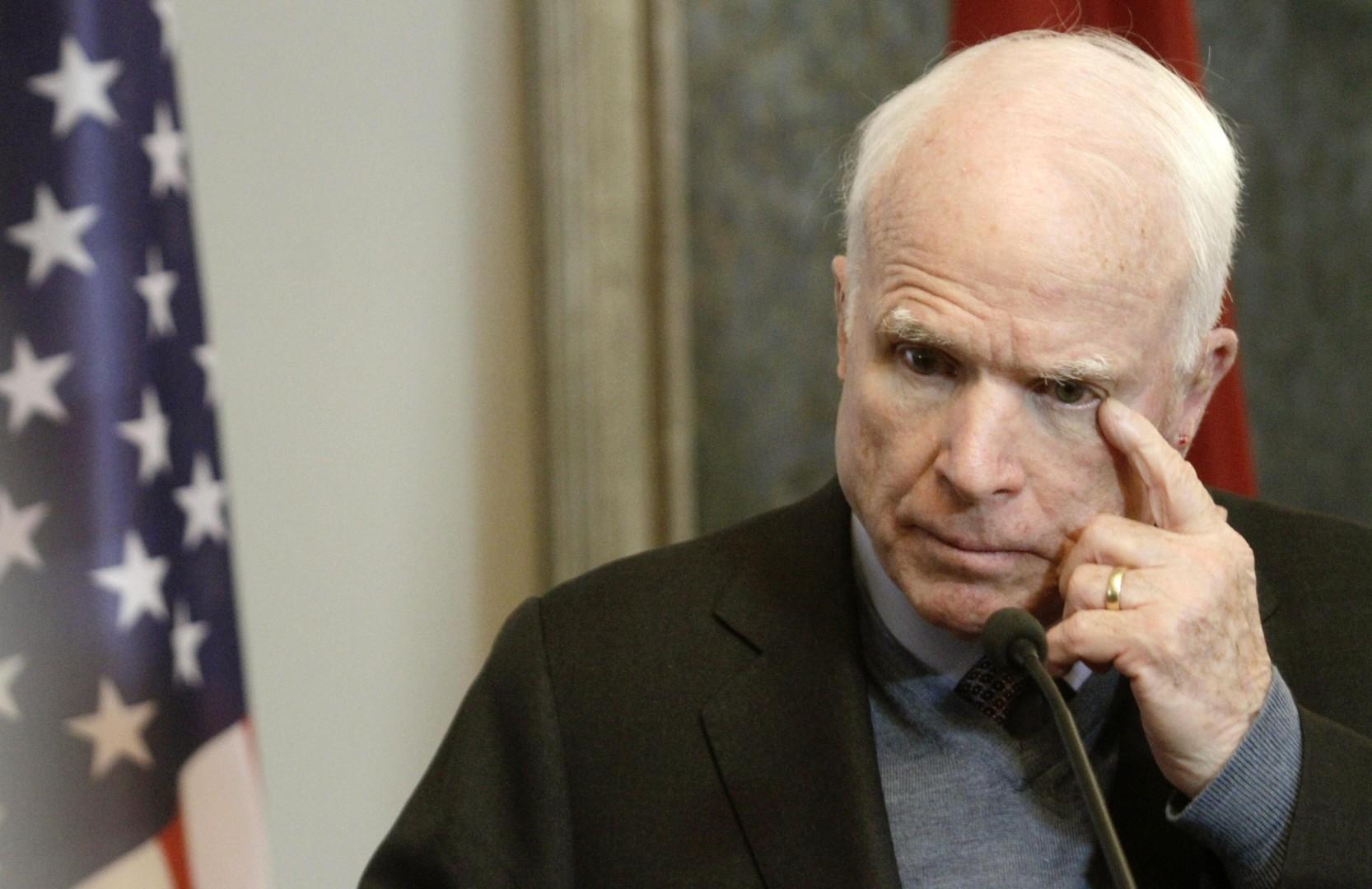 Je na seznamu dobitnikov podkupnin tudi republikanski senator John Mccain?