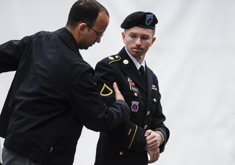 Chelsea Manning (na desni) še predno je postal ženska. (foto: epa)