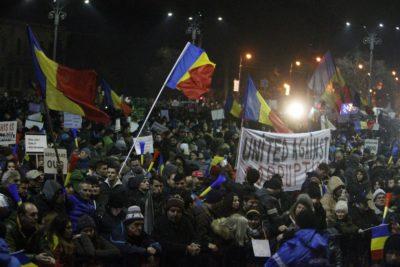 Množični protest v Bukarešti 4.2.2017. Foto: epa