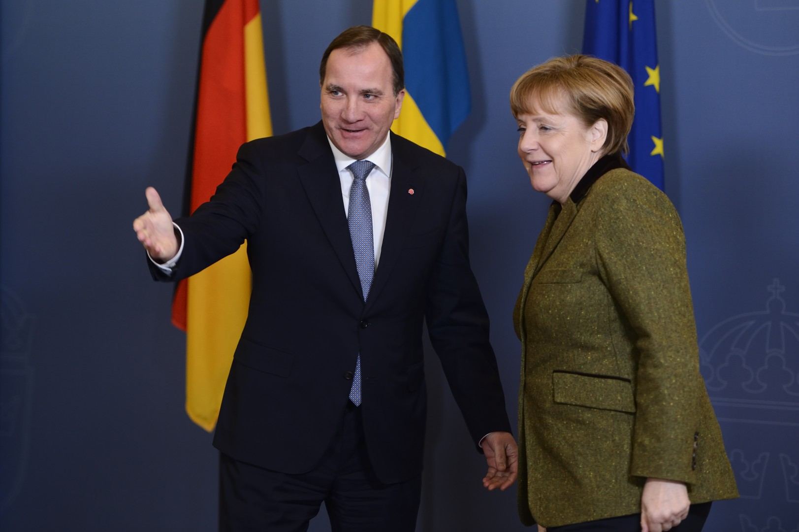 Švedski premier Stefan Lofven in nemška kanclerka Angela Merkel. Voditelja držav, ki sta sprejela največ nezakonitih migrantov in se soočata s padcem priljubljenosti (foto: epa)