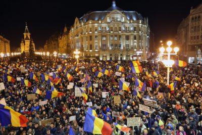 Množični protest v romunskem mestu Temišvar 4.2.2017. Foto: epa