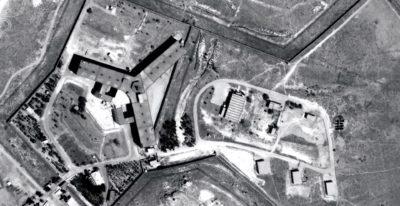 Zloglasni zapor, v katerem so usmrtili 13.000 ljudi. Amnesty International predvideva, da je trenutno v zaporu med 10.000 in 20.000 ljudi. Foto: epa