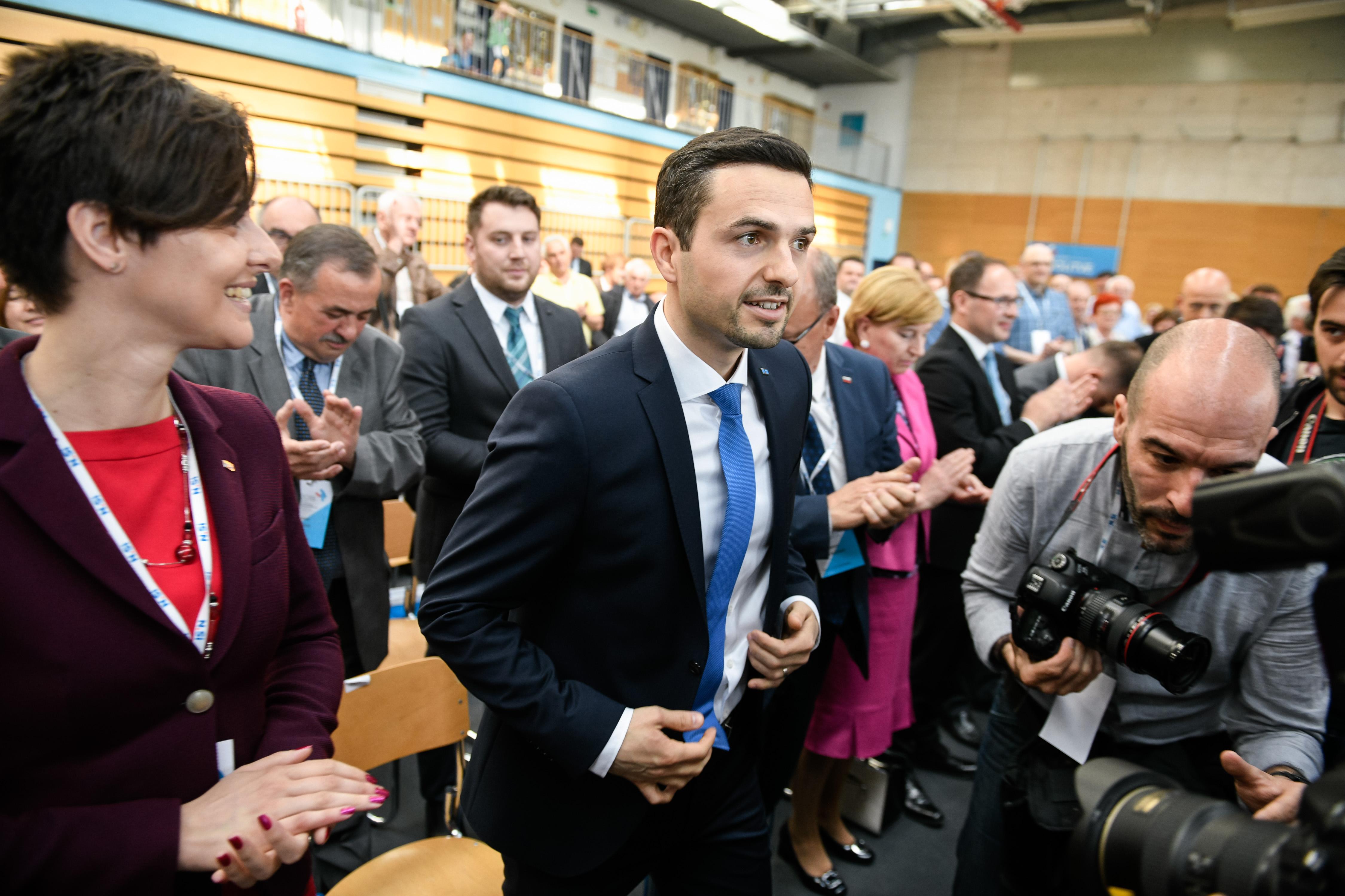 Matej Tonin je leta 2012 odločilno pripomogel, da je Milan Kučan obdržal vse ugodnosti, vključno z dosmrtnim predsedniškim dodatkom. (Foto: STA)
