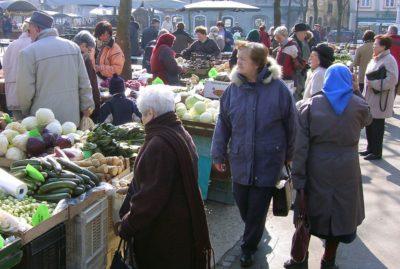 Šarčeva vlada se po besedah naših sogovornikov ne misli lotiti izzivov na področju demografije in pokojninske zakonodaje. (Foto: demokracija.si)