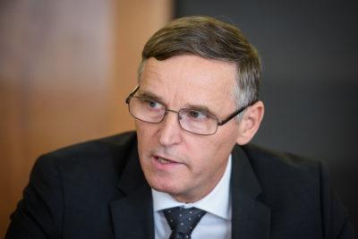 """Minister za finance Andreja Bertonclja bo moral ukrotiti svoje """"tetice"""" in """"čebelice"""" na Upravi za javna naročanja.(Foto: STA)"""